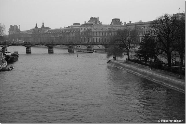 Grau in Grau entlang der Seine