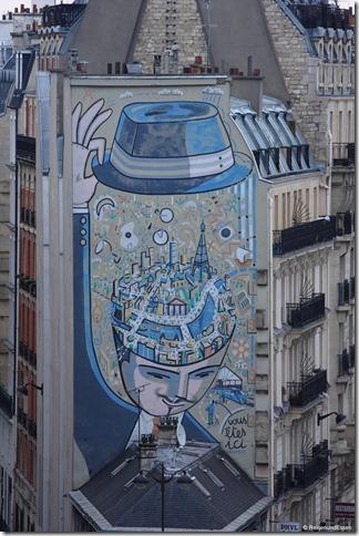 Hauswand gegenüber mit Graffiti