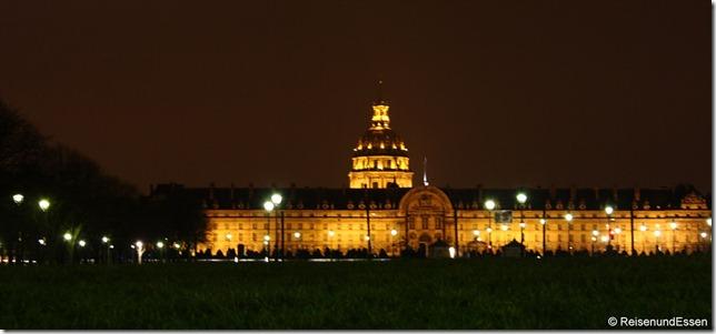 Dome des Invalides bei Nacht