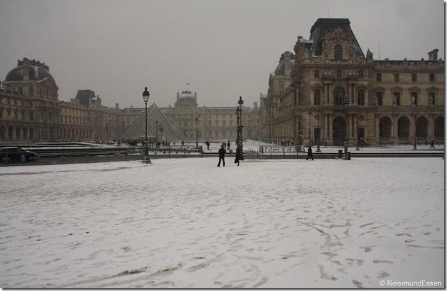 Louvre im Schnee