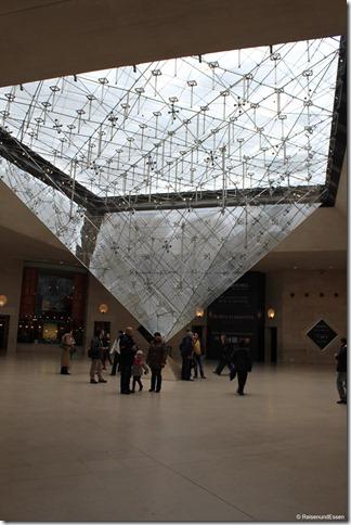 Unter der Pyramide des Louvre