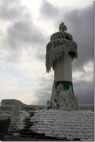 Leuchtturm am Ende der Mole in Sassnitz