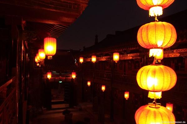 Innenhof bei Nacht im De Chao Ge Hotel
