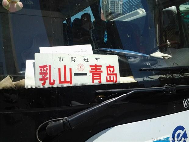 Bus mit Schild Rushan