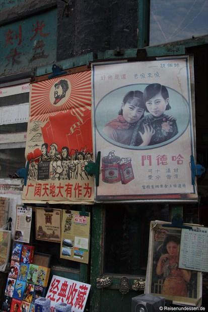 Pingyao - Plakate wie zu Zeiten von Mao