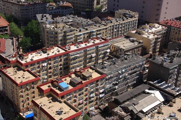 Qingdao - Blick auf Wohnblöcke