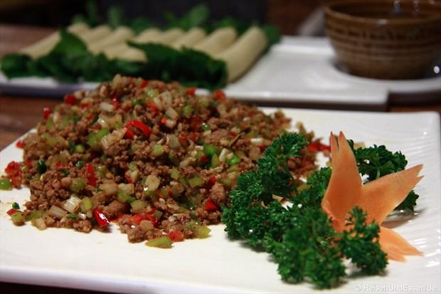 Rinderhackfleisch mit Sellerie und Chili (scharf)