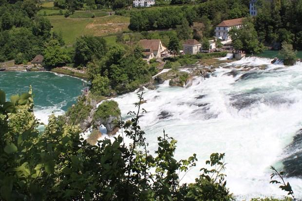 Blick vom Schloß Laufen auf den Rheinfall in Schaffhausen