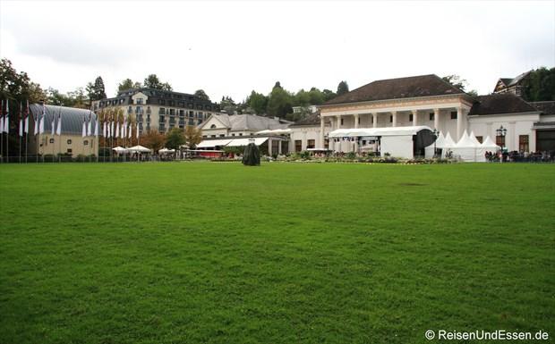 Kurgarten in Baden Baden mit Hotel und Kurhaus