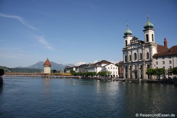 Luzern - Kappelbrücke mit Waserturm und Jesuitenkirche