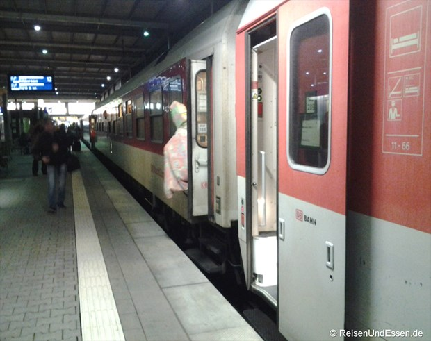 Einstieg in den Schlafwagen nach Venedig in München