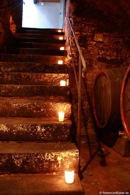 Treppe zum Gewölbekeller im Weingut Fries