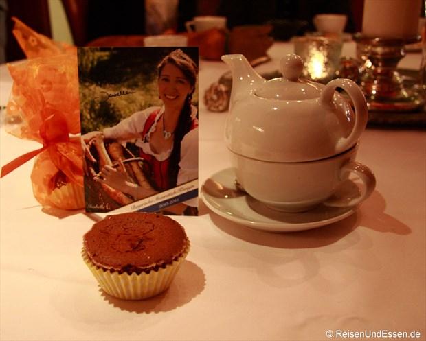 Im Restaurant Zum Storchennest: Muffin mit Meerrettich, Königin und Tee
