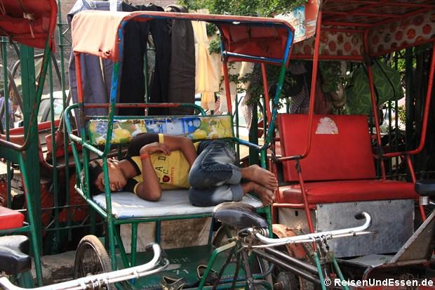 Fahrrad-Rikschas in Old Delhi zum Schlafen