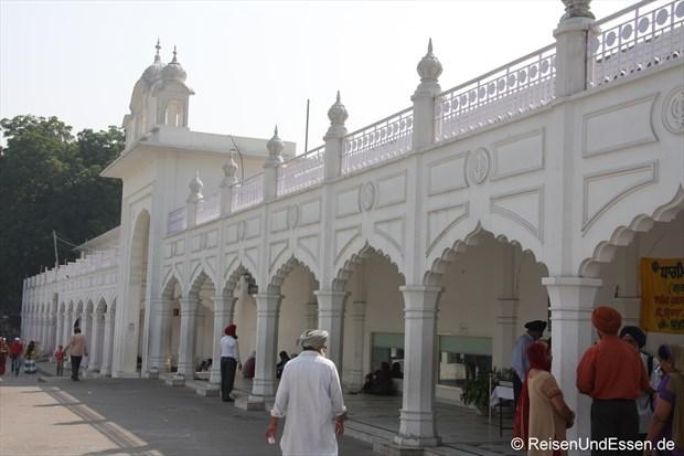 Arkaden und Eingang zum Sikh-Tempel