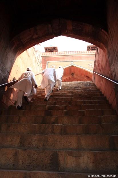 Treppenstufen zur oberen Ebene des Humayun Mausoleum