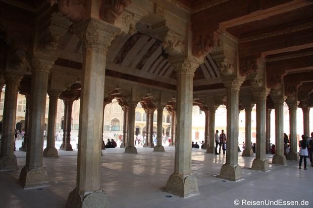 Säulenhalle im Fort Amber