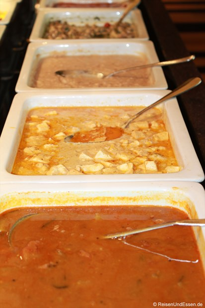 Frühstücksangebot im Le Meridien - warme Speisen