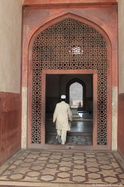 Eingang in den Innenbereich des Humayun Mausoleum in Delhi