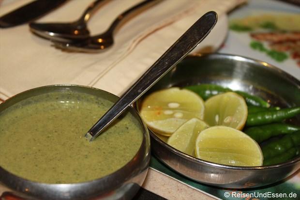 Teil der Vorspeise mit einer Sauce zum Dippen