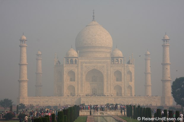 Blick auf Taj Mahal vom Haupttor