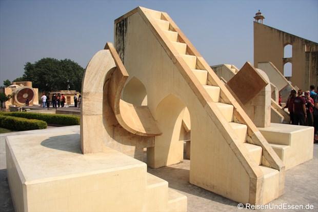 Instrumente (Skulpturen) im Oberservatorium von Jaipur