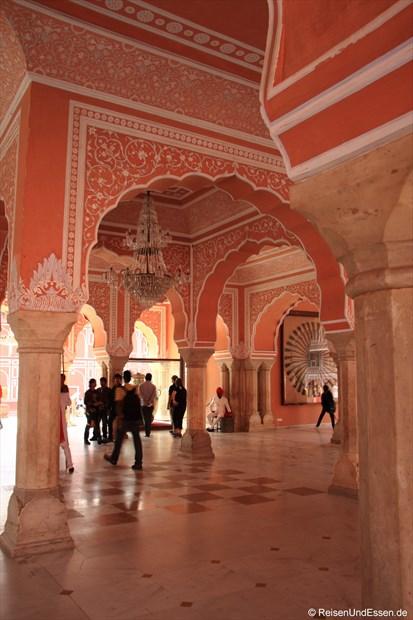 Säulen im Stadtpalast von Jaipur
