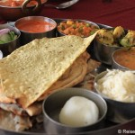 Indisches Mittagessen, Textilien färben und Teppiche knüpfen in Jaipur