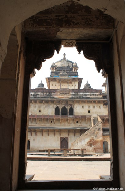 Erster Blick auf Jahangir Mahal im Fort in Orchha