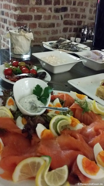 Frühstücksbuffet mit Lachs
