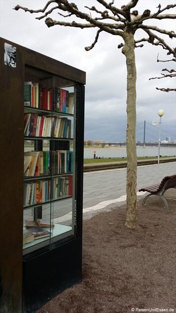 Ausleihmöglichkeit von Büchern an der Rheinpromenade