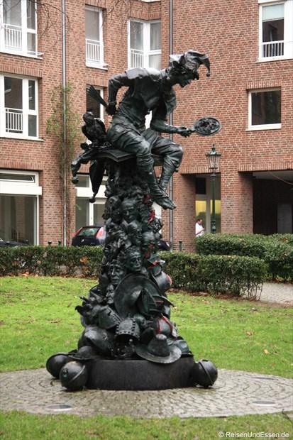 Skulptur in der Nähe vom Haus des Karnevals