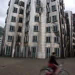 Mit dem (Miet-)Fahrrad zu den tanzenden Häusern