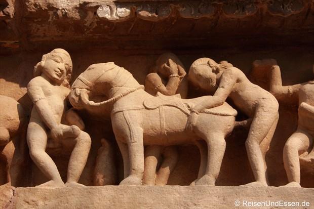 Sodomie beim Kriegszug am Tempel in Khajuraho