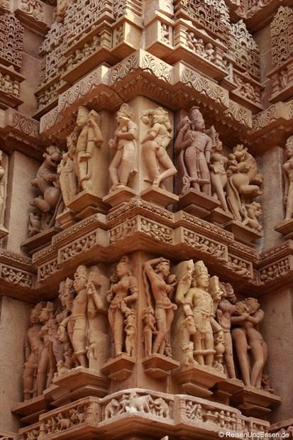 Figuren am Kandariya-Mahadeva-Tempel von Khajuraho
