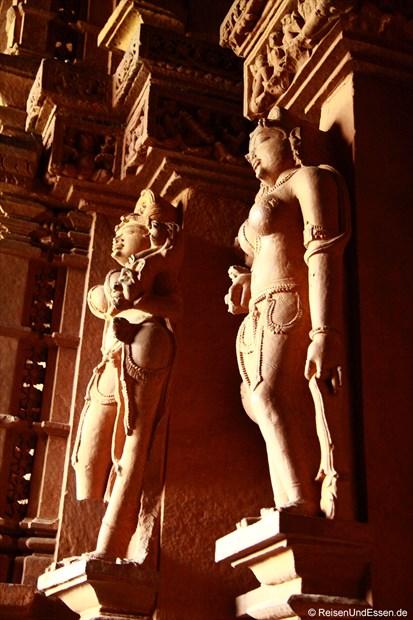 Üppige Tänzerinnen Im Innern des Kandariya-Mahadeva-Tempel