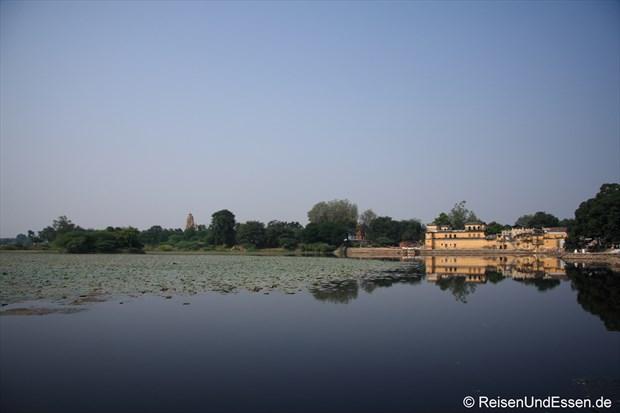 Blick über den See in Khajuraho