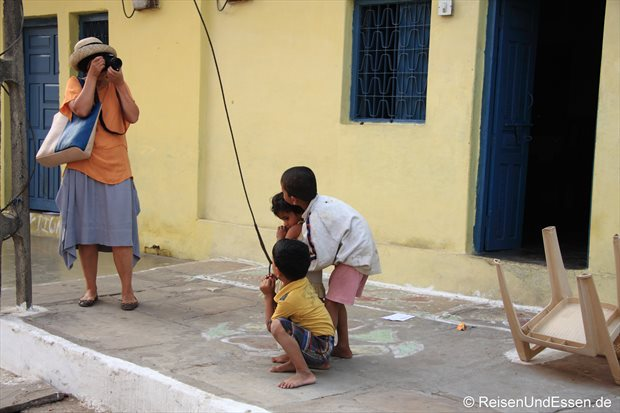 Beim Fotografieren der Kinder