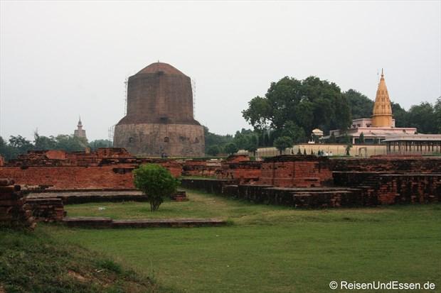 Ausgrabungen in Sarnath (Dhamekh Stupa und Jain Tempel)