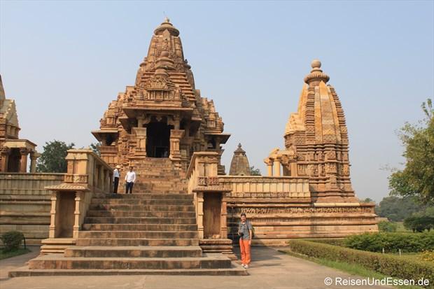 Beim Lakshmana Tempel in der westlichen Tempelgruppe von Khajuraho