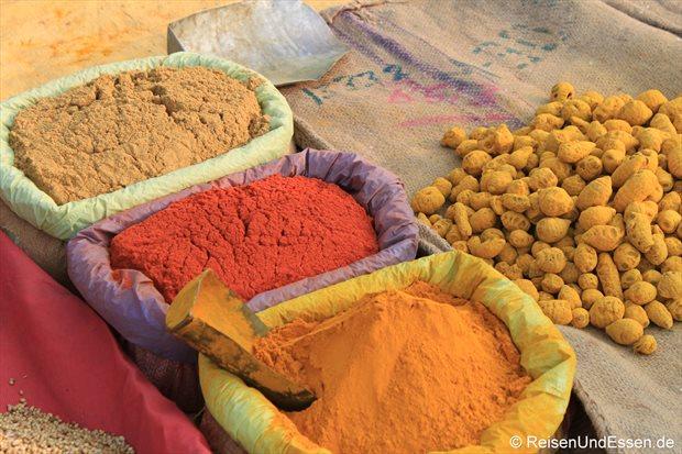Gewürze auf dem Markt in Khajuharo