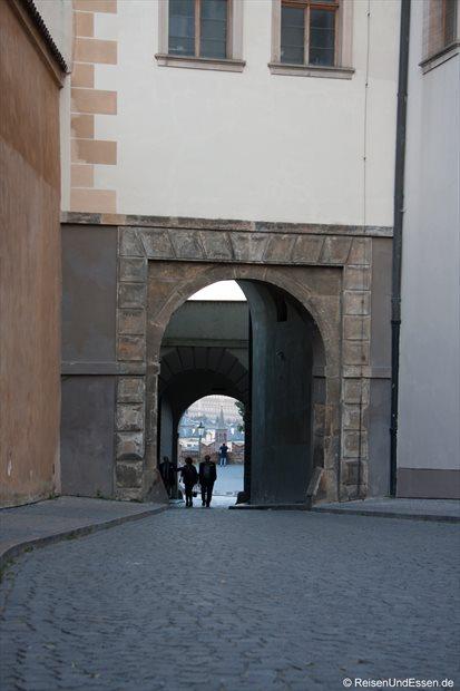 Gasse beim Veitsdom in Prag