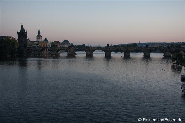Karlsbrücke im abendlichen Licht