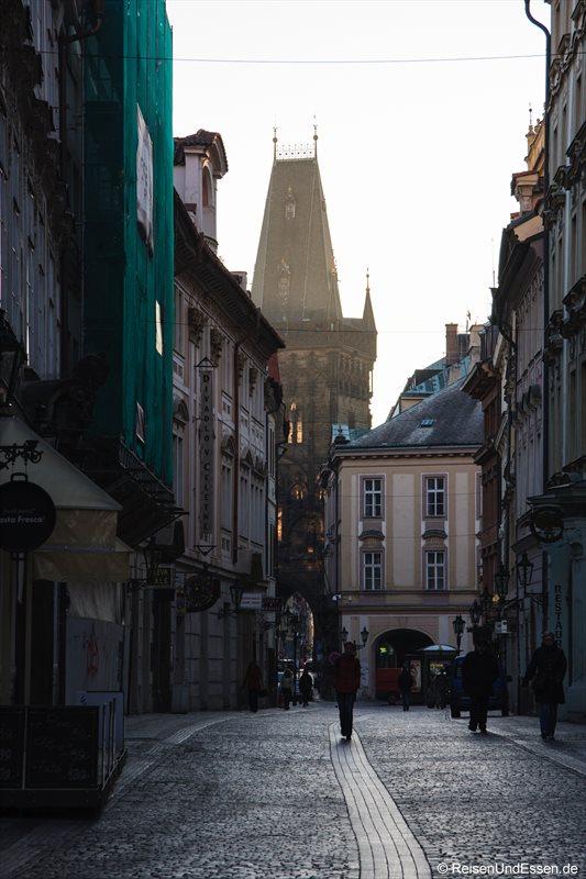 Fußgängerzone in der Prager Altstadt und Pulverturm