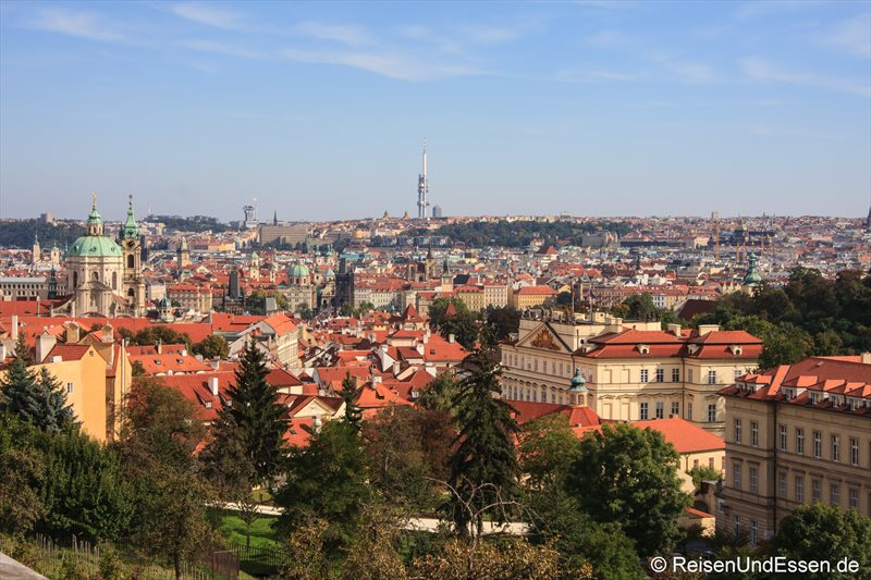 Blick auf Prag (rechts die deutsche Botschaft)
