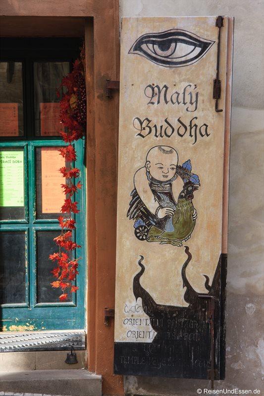 Laden mit Buddha in einer Gasse in Prag