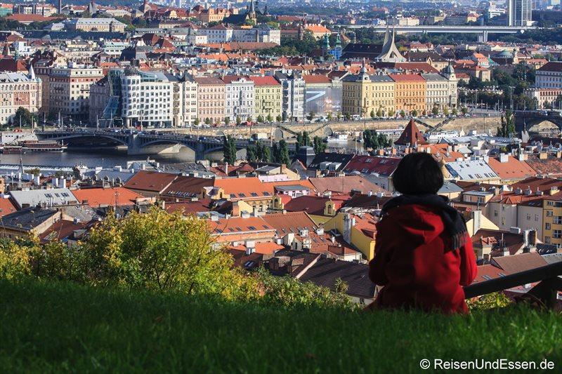 Blick auf die tanzenden Häuser in Prag