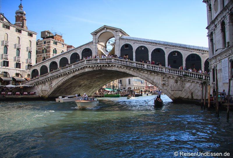 Rialto-Brücke über den Canale Grande in Venedig