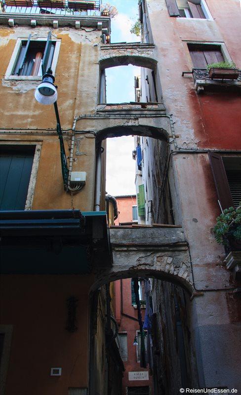 Venedig 843r_bearbeitet-1 Hausfassade