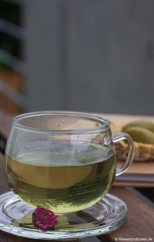 Tee aus Rotkleeblüten